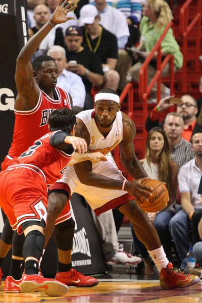 The Bulls and Heat clashed again with the Bulls on top. Does rhis solidify Joakim Noah as the MVP? Welcome to THE RED LINE