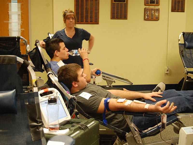 Students+at+the+blood+drive.