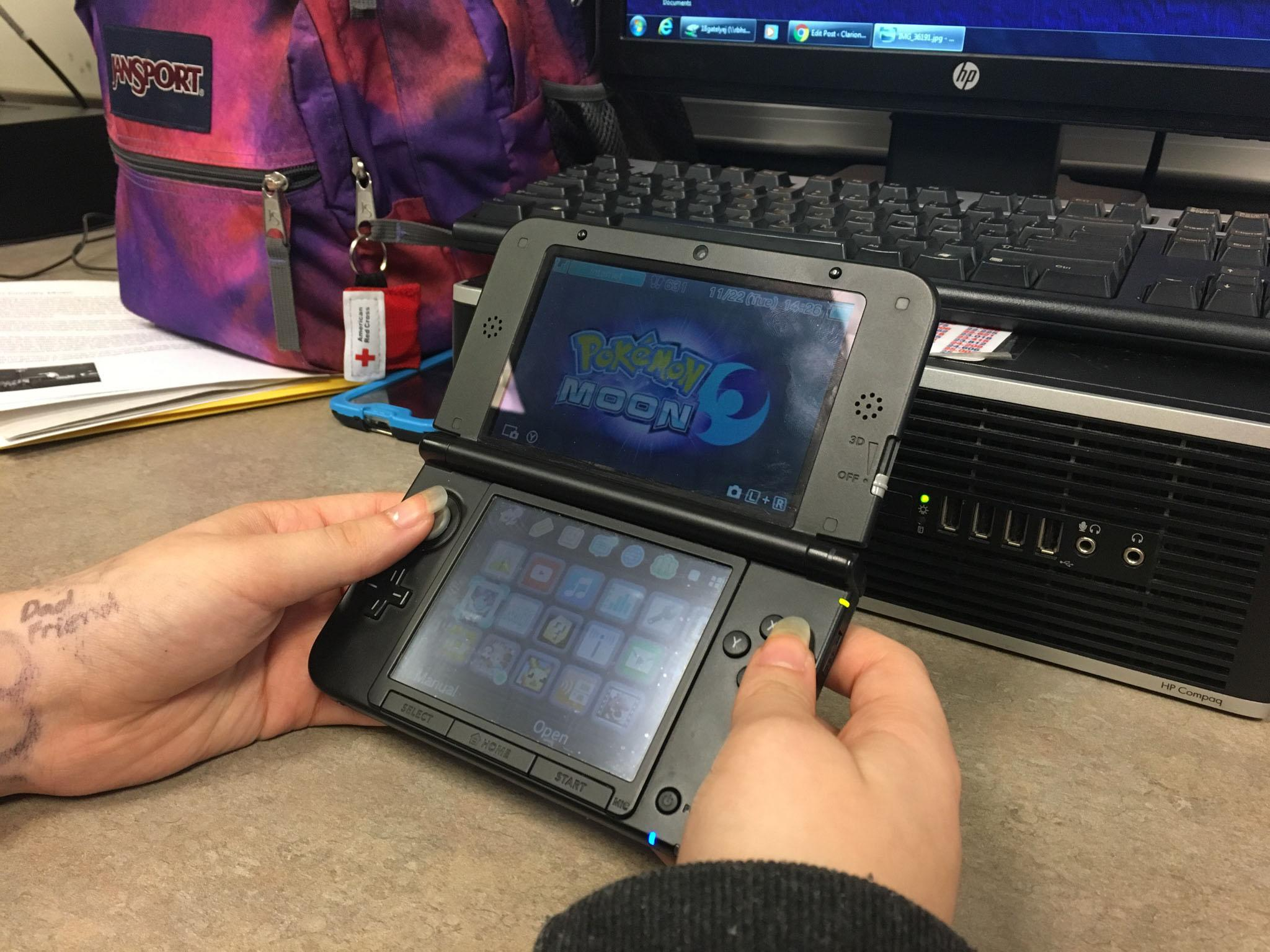 Pokemon Moon about to be played on a 3DS