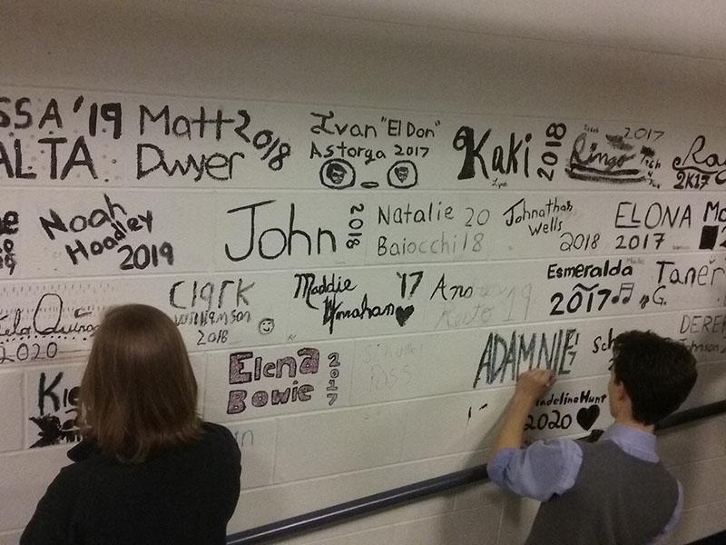 Students+work+on+decorating+their+bricks