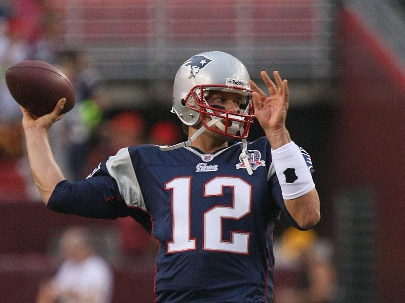 Tom+Brady+warming+up+before+game+time.