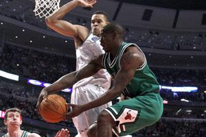 Bulls take lead in East