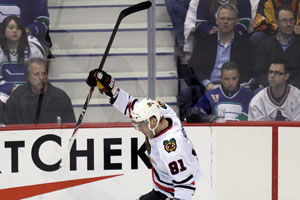 Blackhawks take three straight to force game seven