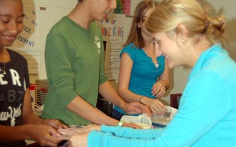 SLIDESHOW:  Tianguis brings tasty treats to Spanish 2 students