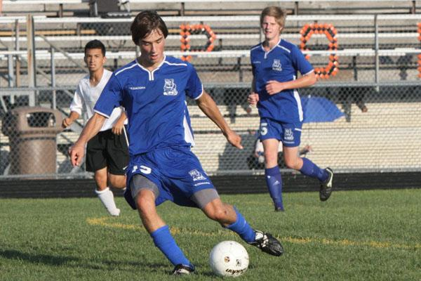 Senior Midfielder Tom Leary keeps his eyes on the ball while passing.