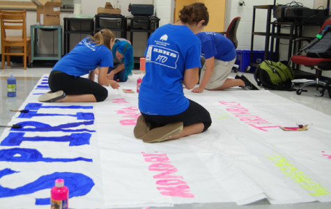 Student Association members work on the banner to decorate homecoming.