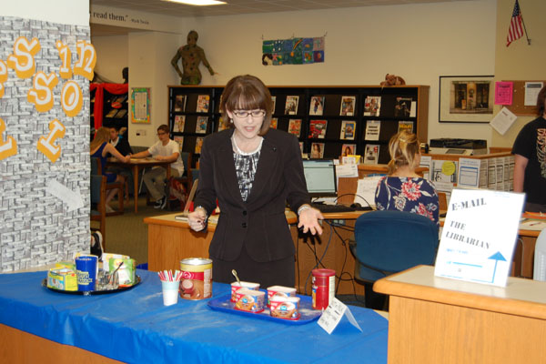 Principal Pam Bylsma helps serve coffee, cocoa, and tea to students for Read-a-Latte.