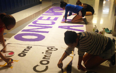 Students paint homecoming murals