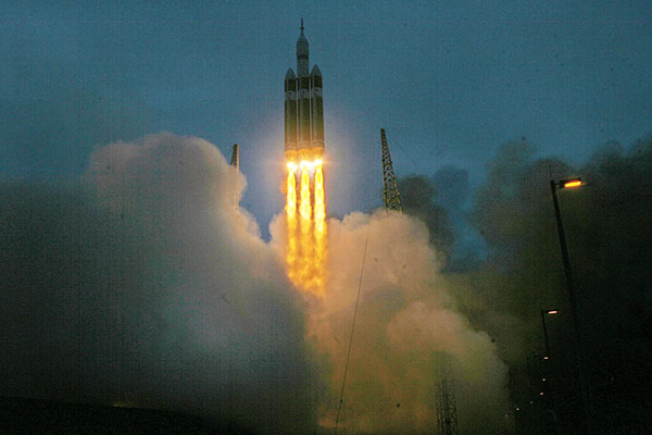 A+Delta+IV+heavy+rocket+carrying+the+Orion+spacecraft+launches+Friday%2C+Dec.+5%2C+2014+at+launch+complex+37B+at+Cape+Canaveral%2C+Fla.+The+two-orbit%2C+four-hour+unmanned+flight+test+will+evaluate+the+systems+critical+to+crew+safety.+