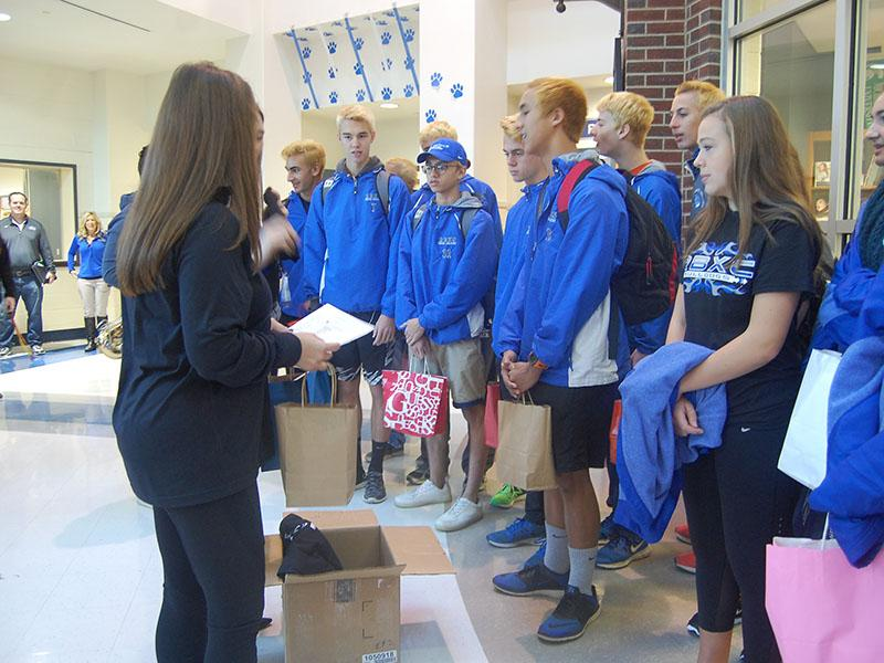 The cross country teams prepare to head out.