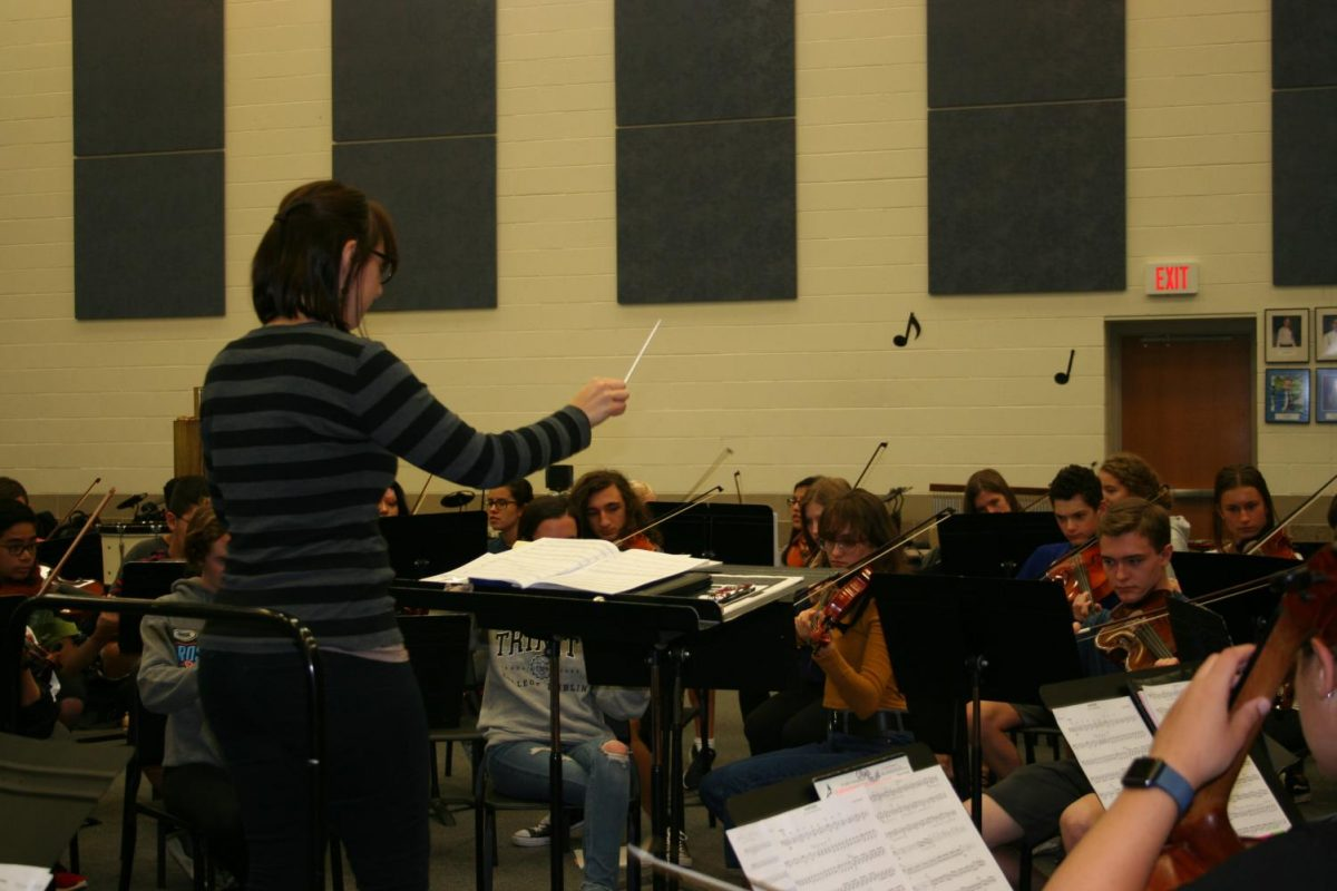 Andrick conducts the Riverside Brookfield Chamber Orchestra during class.